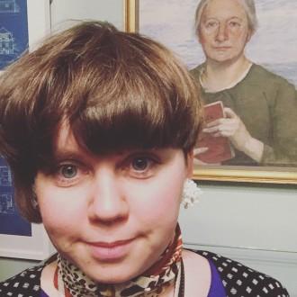Porträtt av Ellen Key från Hallwylska utställningen och Add Genders vd Pernilla Alexandersson i förgrunden.